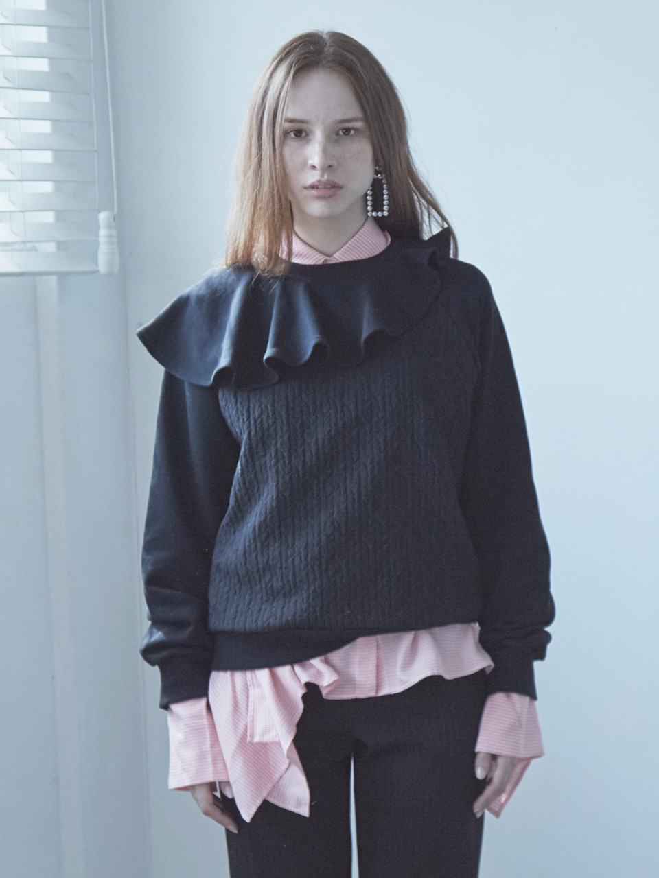 17FW RUFFLED NECKLINE SWEATSHIRT_BLACK
