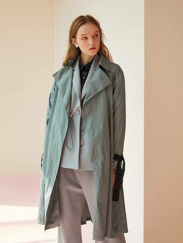 19FW 1ST TRENCH DETAIL WINDBRAKER_EMERALD